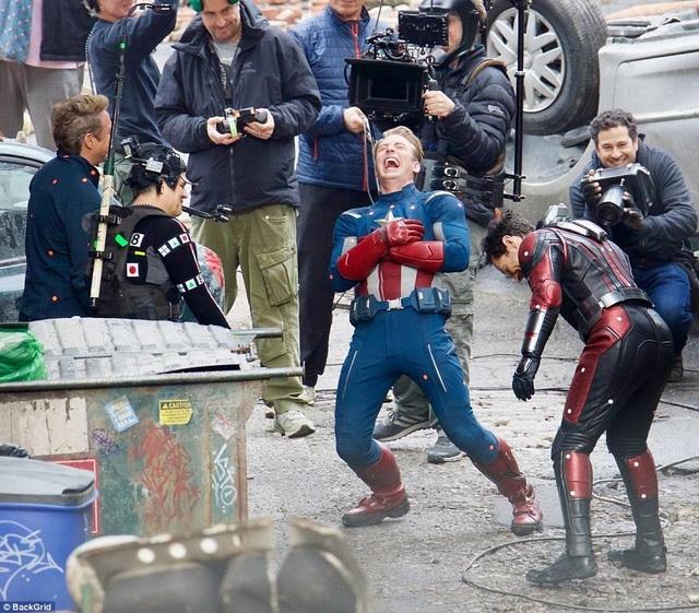 Các nam diễn viên của dòng phim siêu anh hùng tỏ ra rất vui vẻ, thoải mái trong quá trình làm việc.