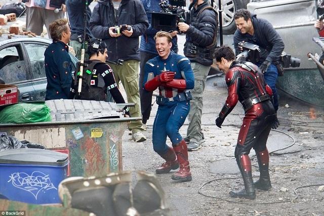 """Hoạt động quay phim được tiến hành liên tục, khi khán giả còn đang chờ đón """"Avengers: Infinity War"""" thì """"Avengers 4"""" đã bấm máy."""