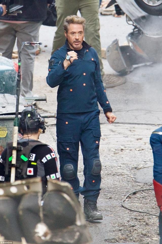 Nam diễn viên Robert Downey (52 tuổi) không thấy mặc bộ đồ Người Sắt.