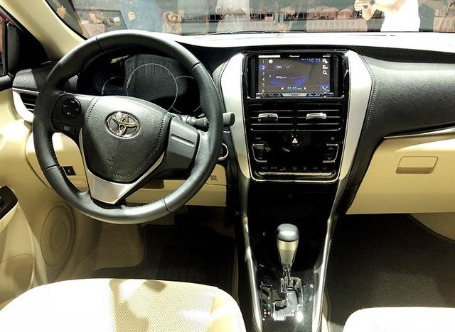 Bố trí khoang lái và hệ thống đa phương tiện, bảng điều khiển điều hòa hoàn toàn mới.