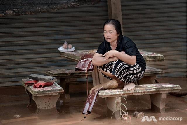 Hàng nghìn người dân mất nhà cửa phải trú tạm trong các trung tâm tạm trú. (Ảnh: Media Corp)