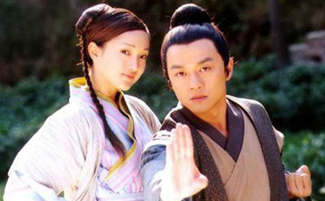 Châu Tấn từng là bạn gái của Lý Á Bằng trước khi anh đề nghị chia tay cô và kết hôn với đàn chị Vương Phi.