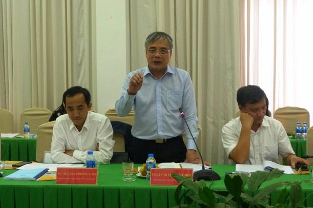 Phó giáo sư, Tiến sĩ, Trần Đình Thiên - Viện trưởng viện kinh tế Việt Nam, thành viên Tổ tư vấn kinh tế Chính phủ băn khoăn về việc có hơn 1.200 thủ tục hành chính được cắt bỏ thì 1.100 thủ tục được ban hành mới