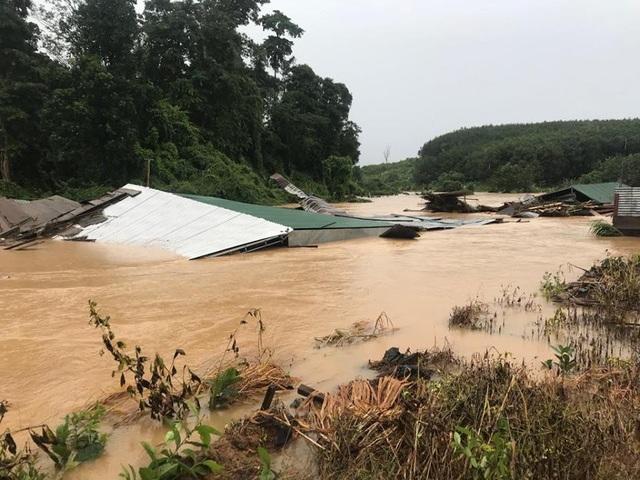 Hàng chục nhà cửa trên địa bàn xã Ia Dal bị cuốn trôi