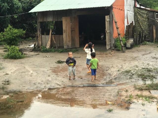 Những ngôi làng tan hoang sau khi dòng lũ quét qua
