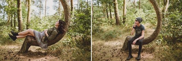 Du khách chụp hình tại khu rừng kỳ lạ