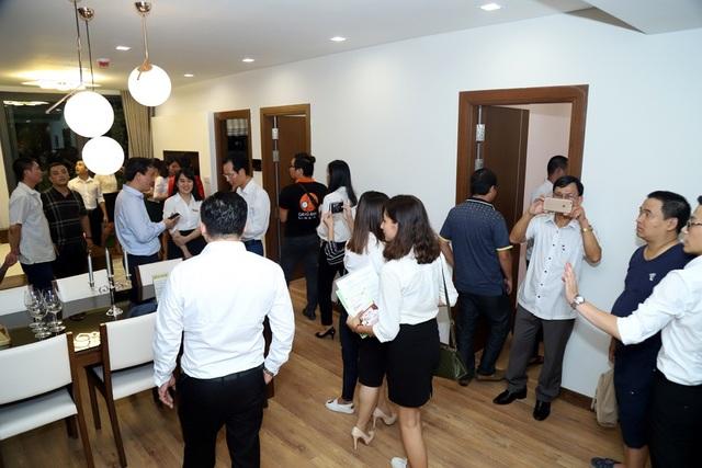 Nhiều khách tham quan căn hộ hoàn thiện nội thất do Công ty cổ phần tập đoàn DL thực hiện đã tỏ ra hài lòng với chất lượng sản phẩm.