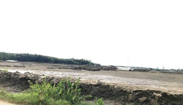 """Dự án """"khủng"""" rộng 267ha tại xã Long Hậu đang chưa thành hình nhưng bị rao bán đã buộc các cơ quan chức năng phải vào cuộc để hạn chế rủi ro cho người dân."""