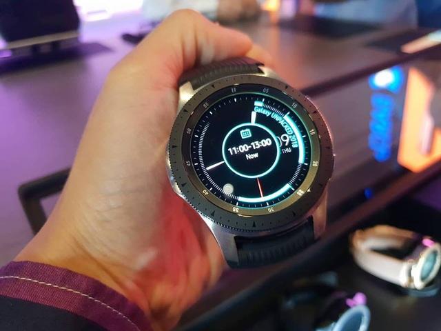 Galaxy Watch có thiết kế mặt tròn, sử dụng công nghệ Super AMOLED