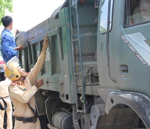 Bắc Giang: Hàng trăm xe quá khổ, quá tải bị bắt quả tang, xử nóng! - Ảnh 1.