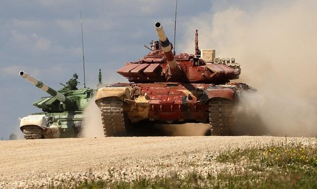 Các đội thi Mông Cổ và Armenia tranh tài với xe tăng T-72 B3. (Ảnh: TASS)