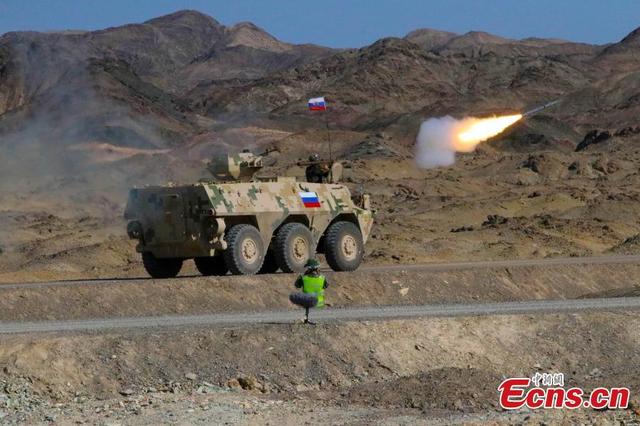 Xe quân sự của Nga tham gia phần thi dành cho các đơn vị phòng không. (Ảnh: ECNS)
