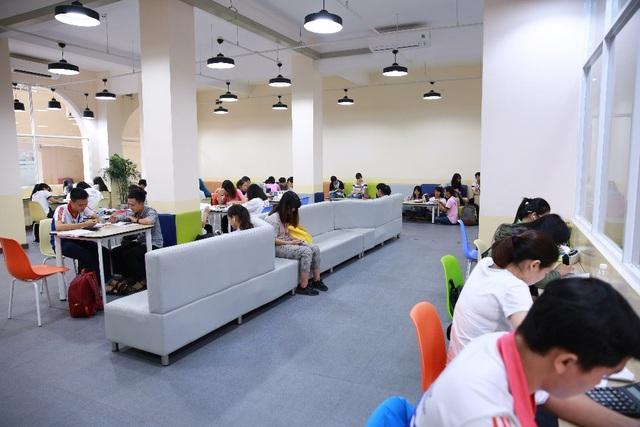 Thư viện Trường với nguồn tài nguyên học thuật phong phú, cơ sở vật chất hiện đại, quy trình phục vụ thuận tiện, đáp ứng nhu cầu học tập và nghiên cứu của sinh viên UEH