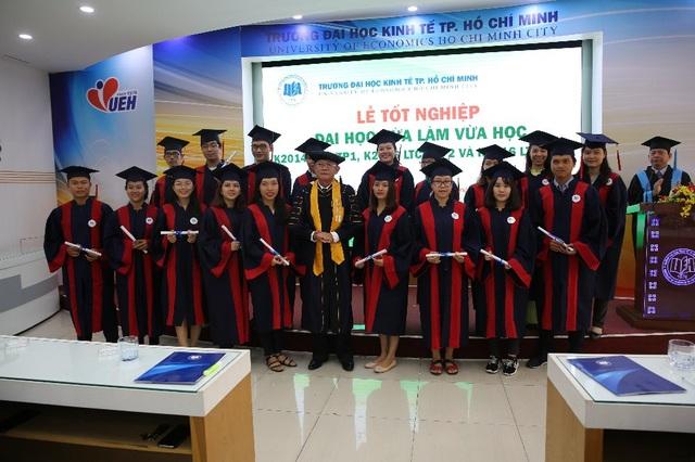 Bên cạnh sinh viên hệ Đại học chính quy, UEH đào tạo hàng trăm sinh viên hệ Đại học Vừa làm vừa học mỗi năm, bổ sung nguồn nhân lực cho xã hội.