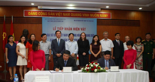 Toàn cảnh lễ trao trả cổ vật do Đại sứ quán Việt Nam tại Đức thực hiện.