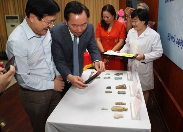 """18 cổ vật 4000 năm tuổi của Việt Nam bị thất lạc tại Đức """"hồi hương"""" - 2"""