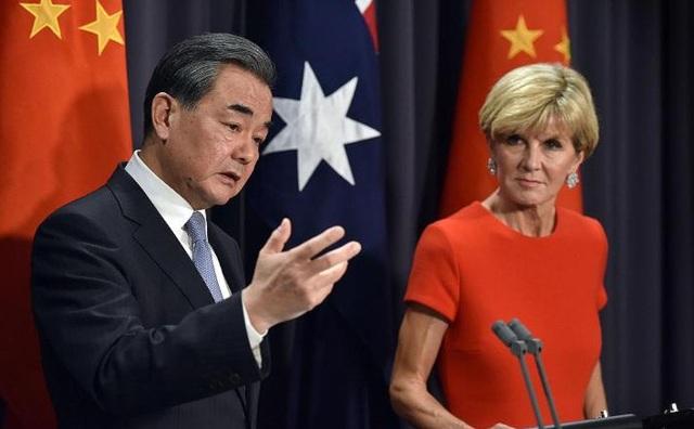 Ngoại trưởng Trung Quốc Vương Nghị và người đồng cấp Australia Julie Bishop gặp nhau hồi tháng 2/2017. (Ảnh: AFP/Getty)