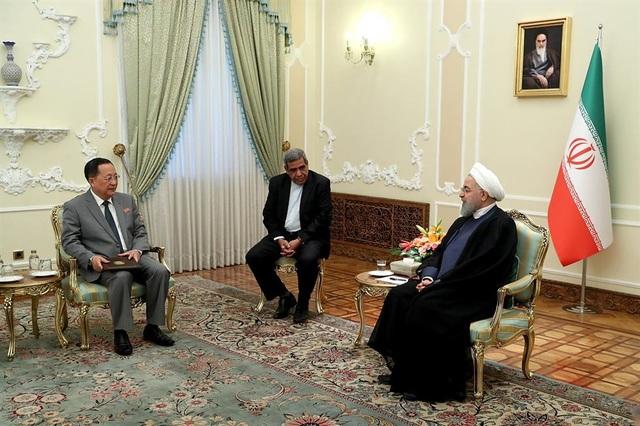 Ngoại trưởng Triều Tiên Ri Yong-ho gặp Tổng thống Iran Hassan Rouhani tại Tehran ngày 8/8 (Ảnh: Yonhap)