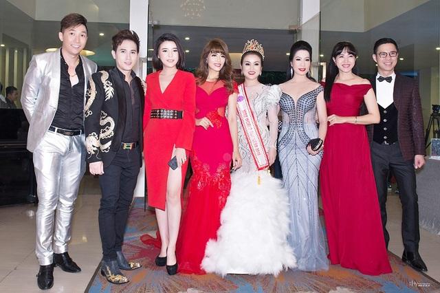 Trong những năm gần đây, Nguyên Vũ thường tham gia nhiều cuộc thi nhan sắc với vai trò giám khảo và thân thiết với nhiều người đẹp là doanh nhân thành công.