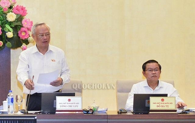 Phó Chủ tịch Quốc hội Uông Chu Lưu điều hành phiên thảo luận