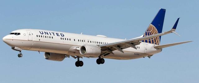 Phi công bị tố nhiều lần đăng ảnh nóng của nữ tiếp viên hàng không - 2