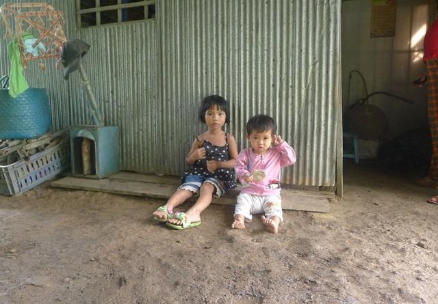 Hai chị em trứng gà trứng vịt Lê Thị Cẩm Thiên và Lê Thị Cẩm Thu
