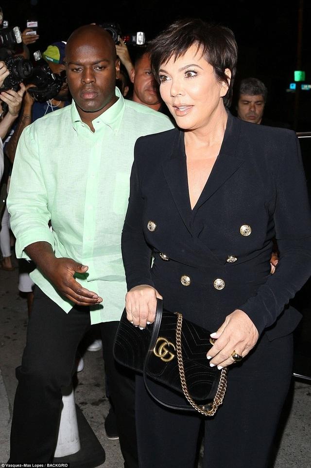 Mẹ của Kylie - bà Kris Jenner.