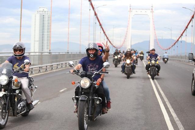 Sáng 11/8, đội hình 150 xe mô tô do MC Anh Tuấn dẫn đầu đã có màn diễu hành ấn tượng quanh thành phố Đà Nẵng.