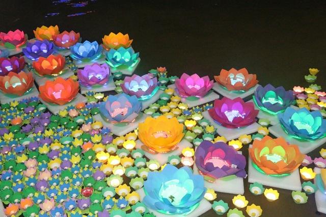 """Dập dìu đèn hoa… """"trôi"""" trên sông Cần Thơ - 5"""