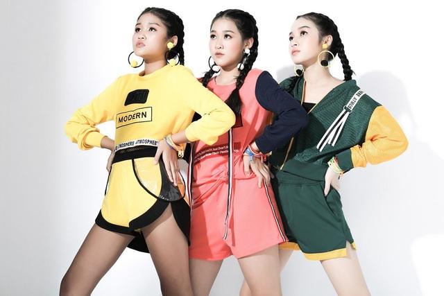 Diện trang phục thể thao, các mẫu nhí tự tin khoe vẻ đẹp trẻ trung, năng động phù hợp với lứa tuổi.