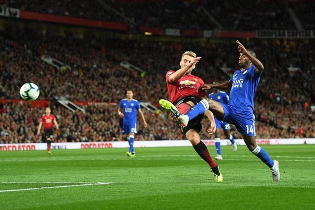 Shaw bất ngờ ghi bàn thắng ở phút 82 sau một tình huống đỡ bóng lỗi nhưng lại trở thành pha qua người bất ngờ