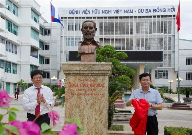 Bức tượng Lãnh tụ Cu Ba Phidel Castro đặt tại Bệnh viện Hữu nghị Việt Nam - Cu Ba Đồng Hới