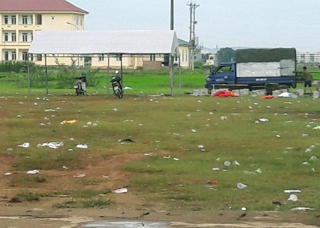 Sân bóng xã Quảng Phú, nơi hai thanh niên xảy ra vụ án mạng.