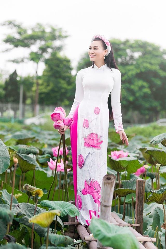 Mẹ con Trần Huyền Nhung duyên dáng trong tà áo dài Việt của NTK Ngọc Hân - 7