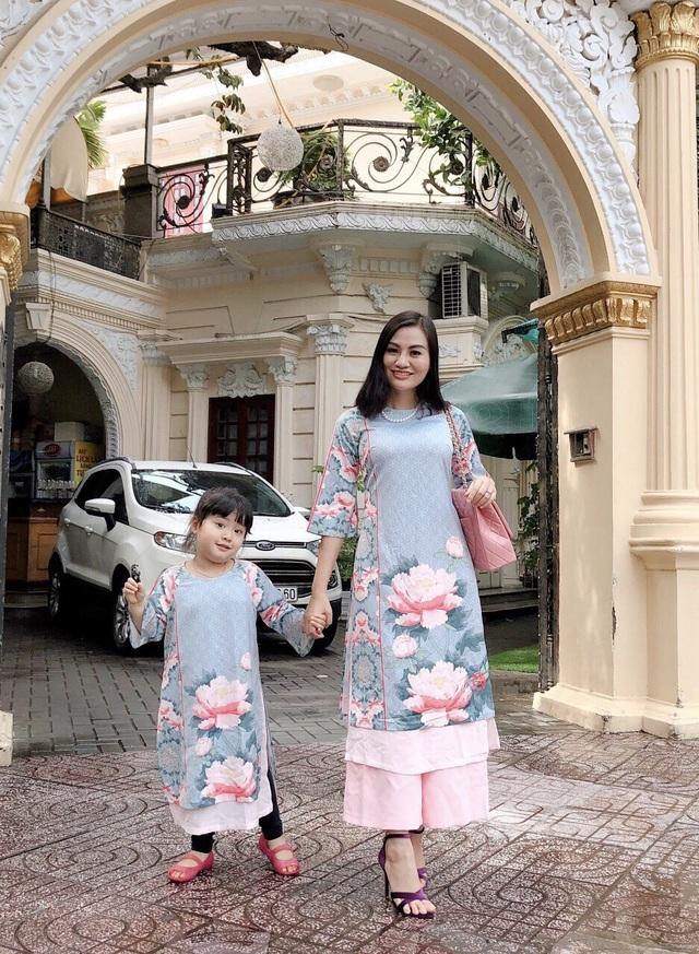 Mẹ con Trần Huyền Nhung duyên dáng trong tà áo dài Việt của NTK Ngọc Hân - 8
