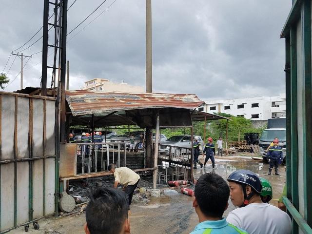 Cháy bãi giữ xe gần sân bay Tân Sơn Nhất - 2