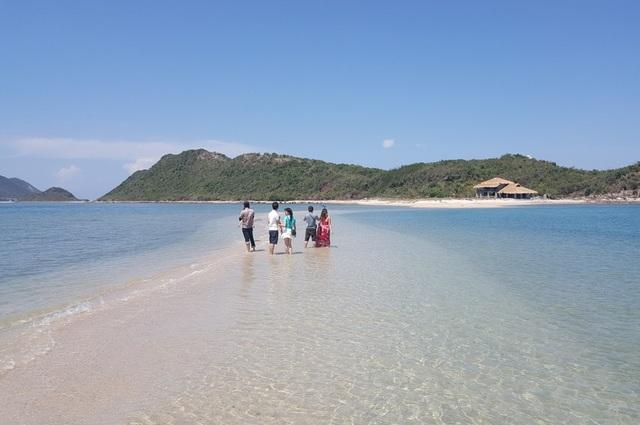 Điệp Sơn - Khánh Hòa nổi tiếng với con đường đi bộ trên biển