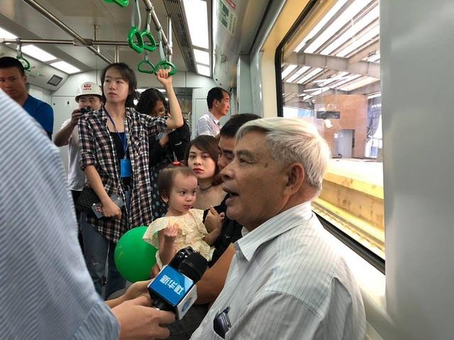 Tổng thầu Trung Quốc tự ý đưa người lên tàu Cát Linh - Hà Đông ngày 11/8 (ảnh: Dân Việt)