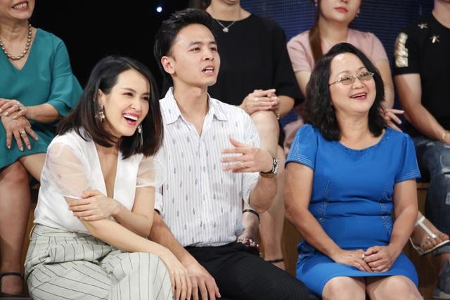 Dù đoán sai nhưng Tú Vi, Văn Anh và mẹ Kiều Thu lại rất vui vì đây là dịp để cả nhà hiểu nhau hơn.