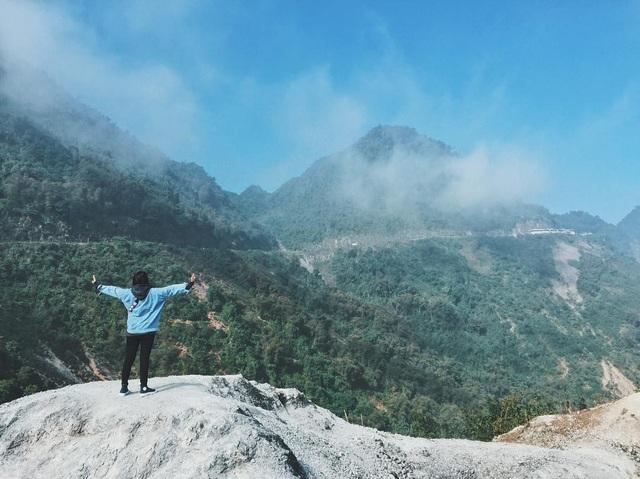 Cũng nhờ phong cảnh hùng vĩ, độc đáo, quanh năm phủ một màu trắng xóa mà nhiều người còn ví đây là ngọn đồi Bắc Âu ở Việt Nam. Ảnh: @___babie
