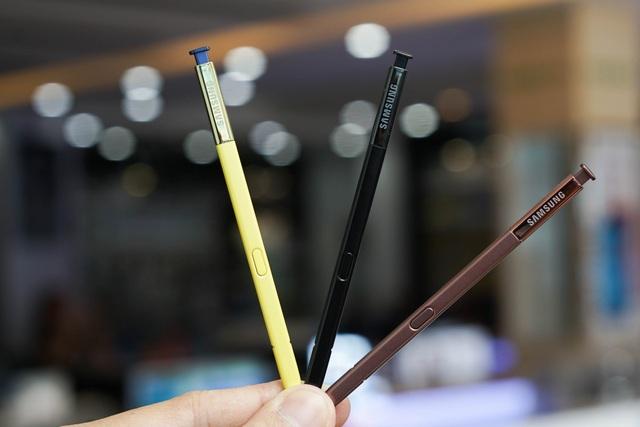 Chiếc bút S Pen trên Galaxy Note9 là sự cải tiến lớn nhất trong phiên bản lần này. Samsung trang bị cho bút công nghệ Bluetooth tiết kiệm năng lượng BLE (Bluetooth Low-Energy) , cho phép chiếc bút này thực hiện được nhiều tính năng hơn.