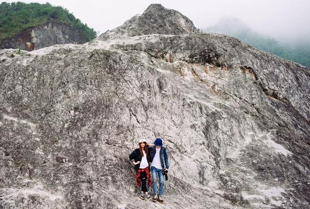 Thời gian gần đây, đèo Đá Trắng thu hút khá đông khách du lịch về tham quan, chụp hình đặc biệt là các bạn trẻ. Ảnh: @liinh_beooo