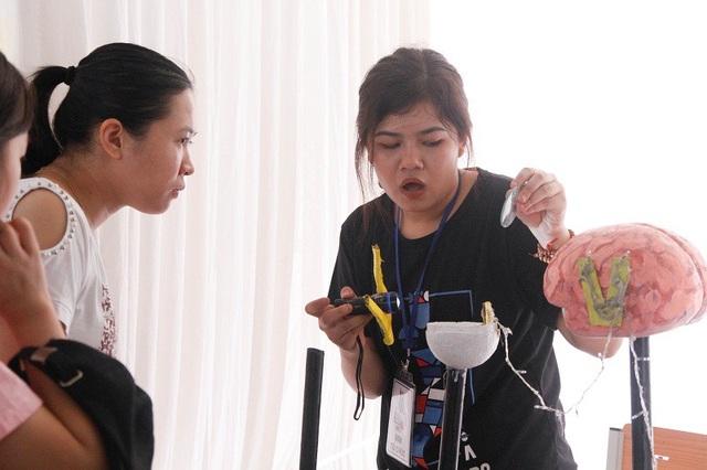 Học sinh Hà Nội thích thú trải nghiệm ngày hội khoa học tại trường Ams - 8