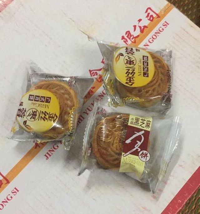 Bánh trung thu giá rẻ xuất xứ Đài Loan, Trung Quốc được rao bán trên mạng xã hội.