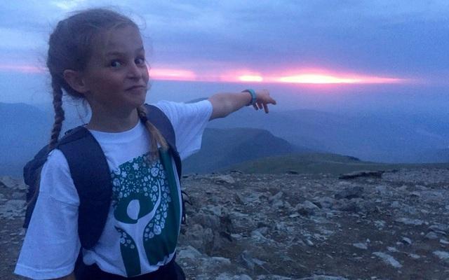 Lola House (10 tuổi) đã leo 15 ngọn núi trong chưa đầy 21,5 giờ.