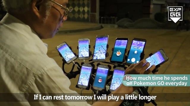 Số lượng điện thoại cảm ứng gắn trên xe đạp của ông Chen khiến nhiều người ngưỡng mộ