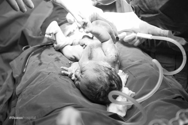 """Khi em bé cất tiếng khóc chào đời cũng là lúc chị Mai """"thở phào nhẹ nhõm"""""""