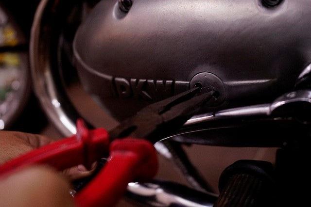Chủ nhân chiếc DKW cực thích chiếc nắp nhớt hiếm thấy này…