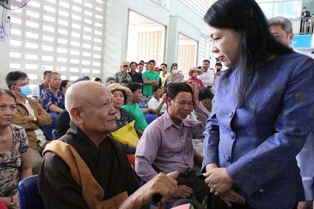 Bộ trưởng Y tế thăm hỏi người bệnh tại Bệnh viện Chợ Rẫy
