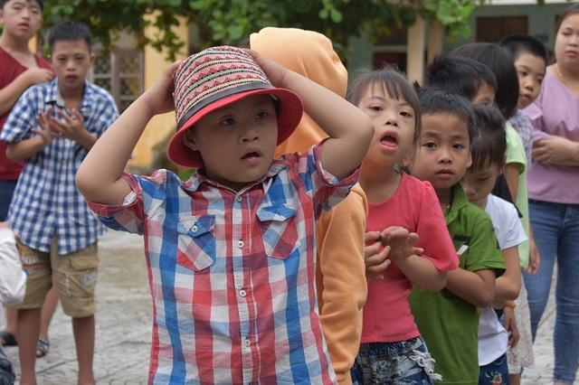 Những học trò tại Trung tâm giáo dục trẻ khuyết tật huyện Lệ Thủy (Quảng Bình).